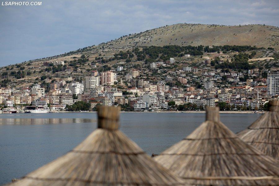 Drama e turizmit shqiptar  asnj euml  turist n euml  der euml   ve ccedil  tatimor euml ve p euml r gjoba