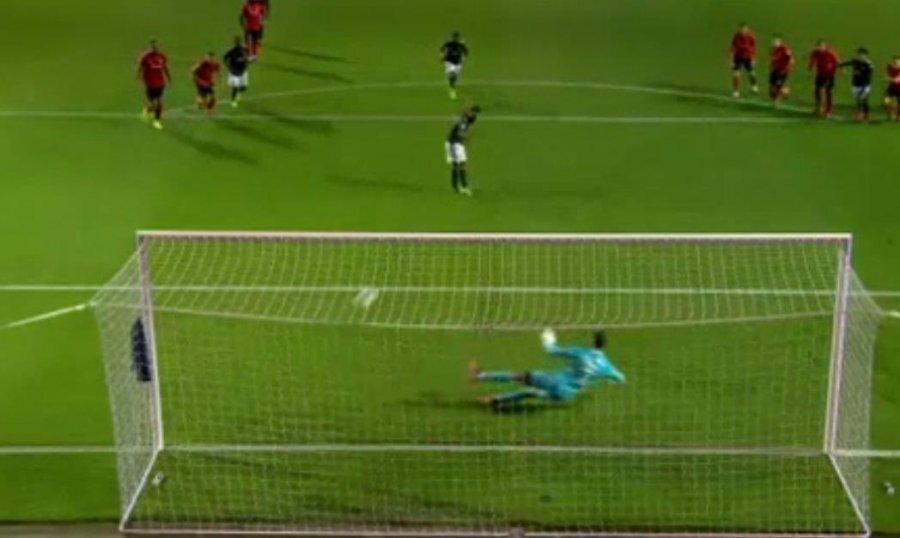 VIDEO  Penallti p euml r Man United  shikoni ekzekutimin e Mat euml s