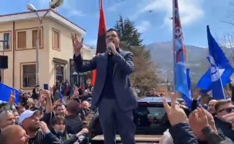 VIDEO/ 'Shqipëria fiton': Basha pritet nga qindra qytetarë në Peshkopi